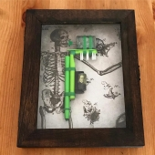 """G-Toothbrush"" handmade prison tattoo machine✨ www.kaputhandmade.com Info / Custom orders: info@kaputhandmade.com  . . #handmade #kaput #kaputhandmade #prisontattoo #prisontattoomachine #tattoomachine #tattoo #green #toothbrush #display #skeleton #skull"